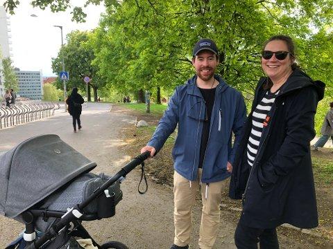 VIL BRUKE SAGENE BAD: Charlotte Flood (34) og Sigbjørn Kristiansen (31) bor på Grünerløkka. Kristiansen ønsker seg tilbud om babysvømming ved Sagene bad.