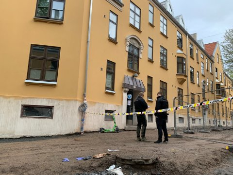 DØDE: En mann i 20-årene døde etter å ha blitt knivstukket i en kommunal leilighet i Tøyengata lørdag for snart to uker siden. En mann i 30-årene er siktet for drapet.