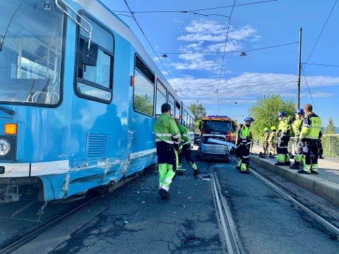 Torsdag morgen meldes det om en trafikkulykke i Grefsenveien.En kvinnelig sjåfør havnet i klem mellom to trikker. Ingen ble alvorlig skadet.