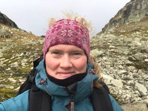 VIL VÆRE ÅPEN: Julie Lyngstøl mener åpenhet er veien å gå. Hun jobber 50 prosent ved en skole og kolleger og elever er klar over situasjonen hennes. - Hvis jeg er åpen kan folk forholde seg til sykdommen.
