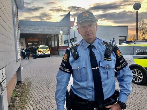 UTFORDRENDE ARBEIDSFORHOLD: Ifølge politiets innsatsleder Tore Barstad var det flere vitner til hendelsen, men disse ønsker ikke å prate med politiet.