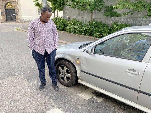 TRUFFET: Bilen til Abdifatah Jama ble truffet av bilen som kom motsatt kjøreretning i Borggata.