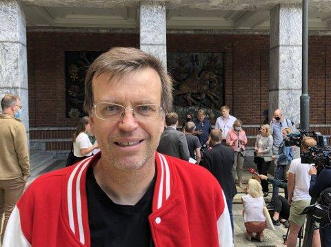 Bjørn Revil (FNB) mener både byrådslederen og finansbyråden burde ha grepet inn tidligere.