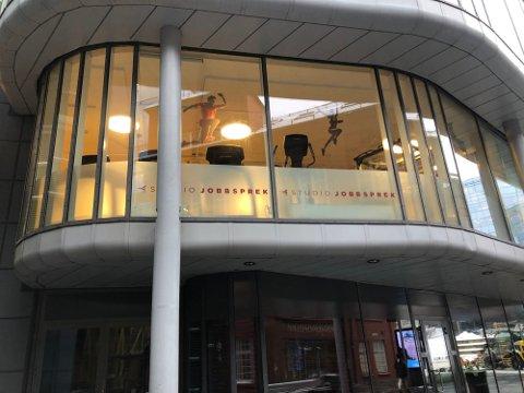 MÅTTE STENGE: Jobbsprek på Aker Brygge stengte dørene i fjor vår etter at politiet troppet opp, med bakgrunn i et hastevedtak fra bydelsoverlegen. De er uenige i beslutningen og trakk bydelen for retten.