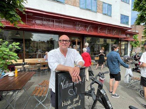 REGNSKAP OG REINSDYRFILET: Opprinnelig var Eirik Sevaldsen spådd en lysende karriere innen forsikring. Nå står han bak en Oslos mest populære pizzaer - gourmepizza, som han selv kaller det.