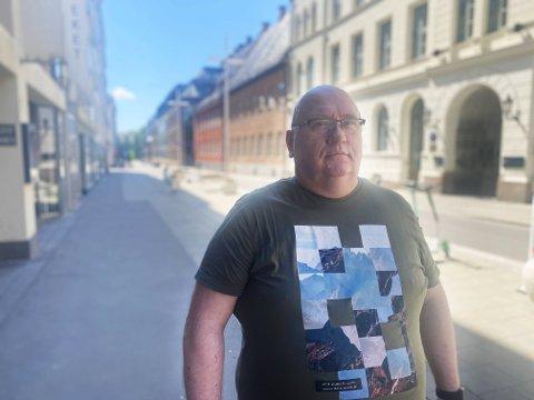 FOR SENTRALISERING: Generalsekretær i Hjernesvulstforeningen Rolf Ledal sier det er ca. 4000 sjeldne diagnoser i Norge, og at menneskene som har alvorlige lidelser trenger spisskompetanse. Derfor mener han noe sentralisering av sykehus er helt nødvendig.