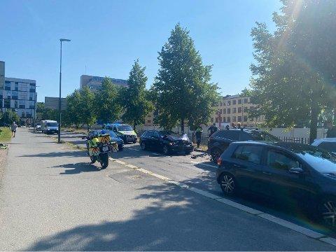 ULYKKE: Tre biler kolliderte i Nylandsveien på Tøyen mandag formiddag.