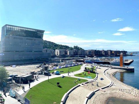 NYÅPNET: Fredag åpnet den splitter nye Operastranda i Bjørvika – mellom Munchmuseet og Operabygget.