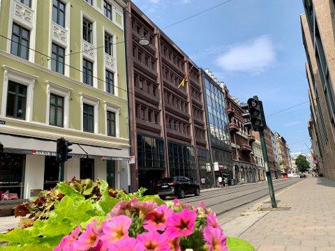 SENTRALT: De to bygningene (nr to og tre fra venstre) nederst i Akersgata, ble kun vurdert som aktuelt for svært eksklusive toppleiligheter.
