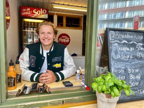 IVRIG: Sverre Aarnes  forteller at han var lei av å prate om alt man ville gjøre, uten at noe skjedde. Så bestemte han seg for å gjenåpne en gammel kiosk på Rosenhoff.