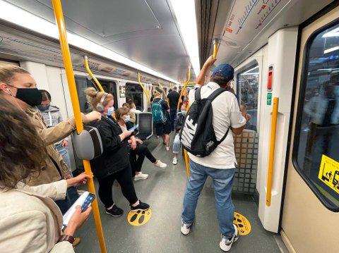 Høyeste passasjertall hos Ruter siden pandemiens start. Fra T-banen mot Bergkrystallen i ettermiddagsrushet onsdag 25. august 2021.