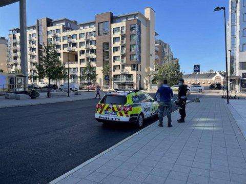 KNIVHENDELSE: En mann i slutten av 40-årene ble rispet med kniv på Nydalen T-banestasjon mandag formiddag.