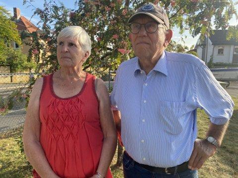SIRENER: Naboene Aina Hassel og Einar Vammen oppdaget brannen først da de hørte sirener.