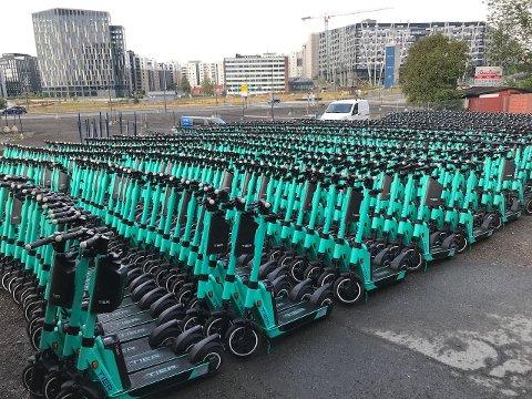 Tusenvis av elsparkesykler er satt ut av drift.