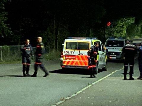 Politiet måtte rykke ut til flere ran og ransforsøk i Oslo i helgen. Her er de ved Borgen T-banestasjon ved Vestre Gravlund, der en person skal ha blitt ranet av ni mindreårige personer.