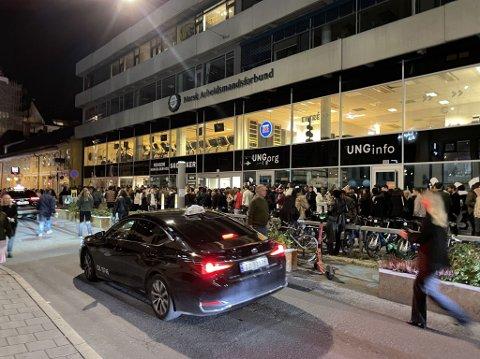 Kø foran Gamla i Møllergata.