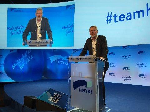 Karstein Totland på talarstolen under Høgres landsmøte.