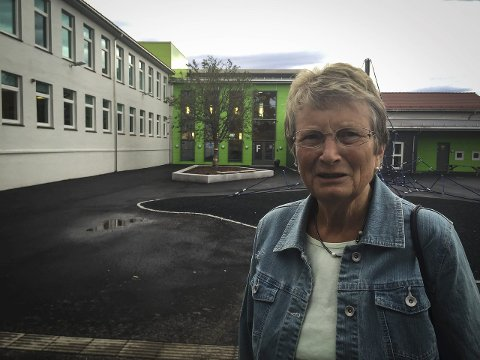 RAR PRIORITERING: Haldis Sætre synest det er rar prioritering når politikarane snakkar om symjehall i Knarvik medan Leknes skule står utan gymsal.