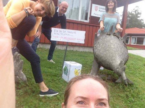 Gjengen i Lindås kommune med verkelege Pokemon-monster. Foto: Privat