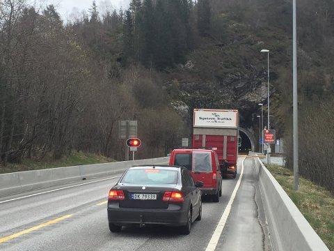Hordviktunnelen på E39 vart stengt onsdag. Arkivfoto