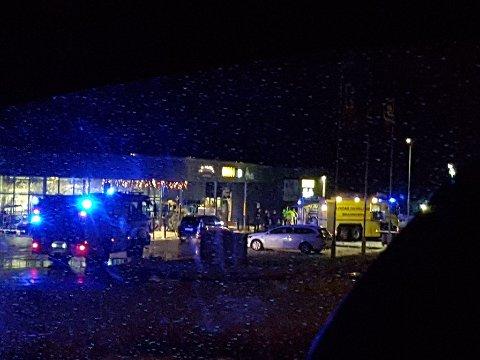 Brannvesen og politi rykket ut til røykutvikling i Austmarka senter nyttårsaften.