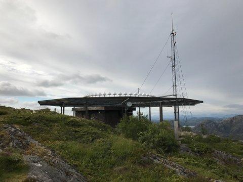 Luftfartsverket sin installasjon er satt opp i samband med innflyginga til Flesland