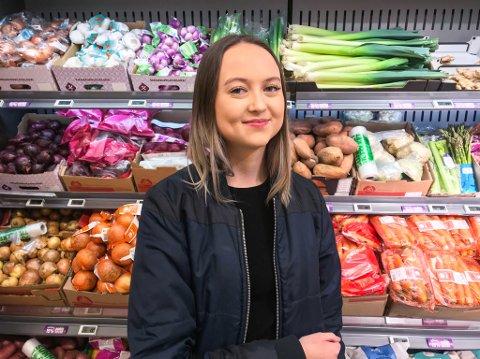 Juni Mikkeline Fløysand (17) frå Frekhaug har vore veganar i eit år og meiner det er fleire fordelar ved å ete utelukkande plantebasert - både for ho sjølv og for kloden.