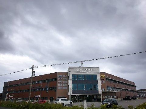 På Vidsyn ved Sløvåg i Gulen, held matbutikken, Solgul Blomst, Tess og Naudsynt framleis ope.