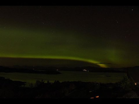 Nordlys som leikar med himmelen over Fensfjorden.