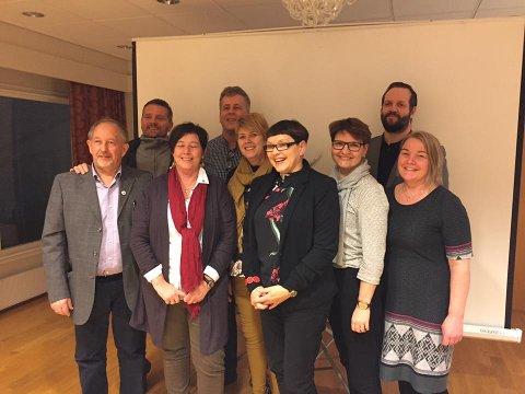 Styret i Alver AP, frå venstre: Rune Seim (kasserar), Tom Inge Karlsen, Kirsti Gjetle Floen, Morgan Taule, Anne Grete Eide, Astrid Namtvedt Sylta (leiar), Hilde Bognøy Kleivdal (kvinnekontakt), Tormod Skurtveit (nestleiar) og Margrethe Aven Storheim (sekretær).