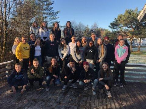 Torsdag og fredag i uke 45 var heile det nyoppretta Alver ungdomsråd samla på Bruvoll camping. - Det er ein verkeleg engasjert og flink gjeng.