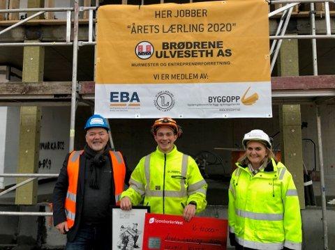 «Årets lærling» i betongfaget, Henrik Wisth, flankert av direktør Hans Martin Moxnes i EBA Vestenfjelske og adm. direktør Inger Kristin Ulveseth i Brødrene Ulveseth.