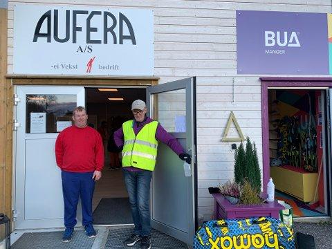 SAMARBEIDER: Aufera og BUA Manger har begge flytta inn i dei gamle lokala til Rema 1000 på Manger. På bildet er Christian frå Aufera og Kristoffer frå BUA.
