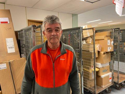 Driftsleiar for Nordhordland distribusjonssentral, Bjarte Birkeland, håpar at mengda postpakkar som skal leverast ikkje minkar etter nyttår.