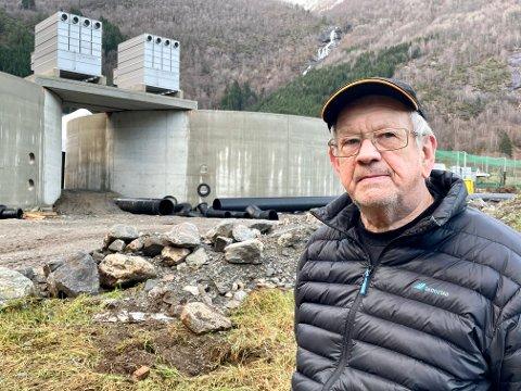 UTLEIGAREN: Grunneigar Jon M. Nese er glad for det som eigentleg er eit eventyr med Ola Braanaas si investering i settefiskanlegget på Tenne i Arnafjorden.