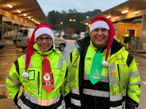Linda Marie T. Olsen og Ferdinand Carlos Vikene, jobbar begge to på gjenvinningsstasjonen i Kjevikdalen.