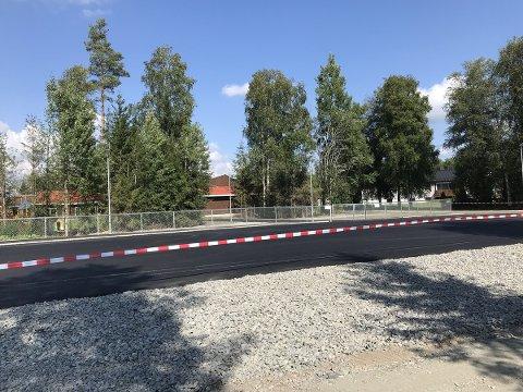 Parkeringsplassen ved nye Løken barnehage er nyasfaltert.