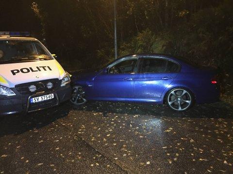 Mannen mistet kontroll over bilen og kjørte rett inn i politibilen.