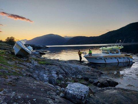 Den 22 fot store motorbåten ligg no på Vikaholmen i Romarheimsfjorden.