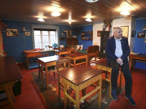 Skolestua: I gårdens gamle skolestue holdes det i dag forelesninger i forbindelse med seminarer og konferanser, forteller huseier Pål Skjegstad.