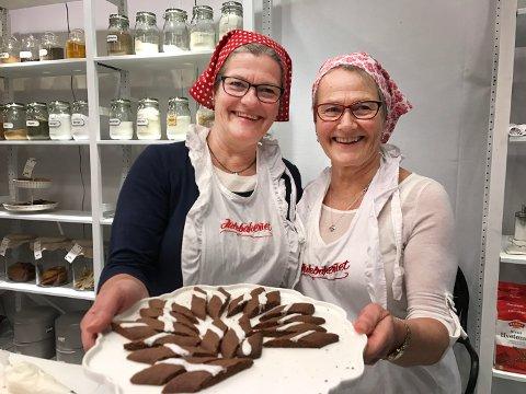 Stilte opp: Randi Aalstad Stendal (t.v.) og Bjørg Aalstad dro til Oslo i forrige uke for å slå et slag for å ta vare på julebaksttradisjonene.
