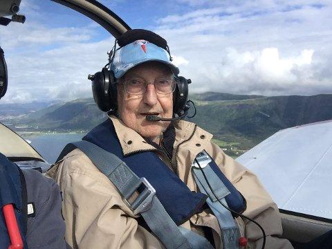 Lørdag fikk Anders Holmen (84) fly. - Dette var den siste gangen, sier han, uten at han syns det var vemodig.
