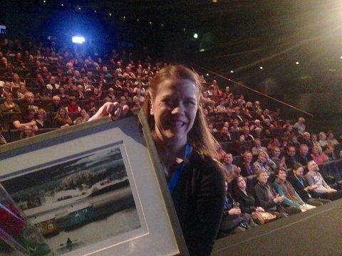 Produsent Therese Korsvik Eliassen tok imot prisen på TIFF tirsdag. Med premien på 25 000 kroner fulgte også et kunstverk.