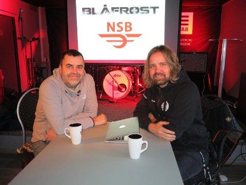 Bjørn-Tore Hansen i NSB og Blåfrost-general Øivind Holthe legger tilrette for festivaldeltakerne med ekstra transport.