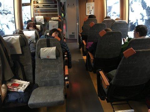 Stans: Slik så det ut inni toget under stansen.