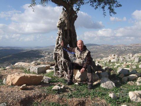 Dirk Torsvik Gieselmann (53) befinner seg i Palestina i Midtøsten der okkupasjonen daglig tar menneskelig. Likevel er ikke han mer redd for å dør der, enn når han kjører riksvei 80 mellom Fauske og Bodø.