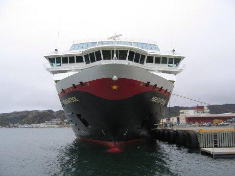 BODØ:  Nordgående hurtigrute MS Midnatsol ved kai i Bodø på sin ferd mot Kirkenes. Torsdag 29. mai la Hurtigruten fram tallene for delårsrsregnskapene for 1. kvartal 2008 som er blodrøde. Underskuddet er på 212 mill.  Foto: Vidar Knai / SCANPIX .