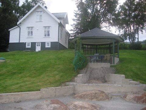 I denne boligen ligger det orginale dikterstue til Knut Hamsun. Nå vil eier, Rolf Skoglund selge huset.