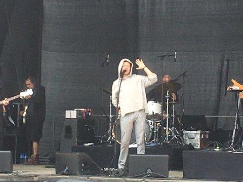 Bernhoft på scenen på Keiservarden.