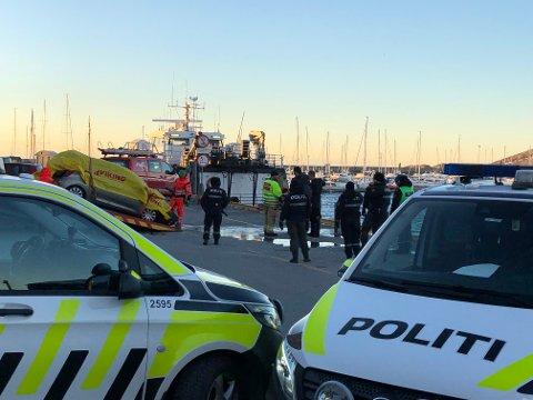 Mann funnet død i bil i Bodø havn.